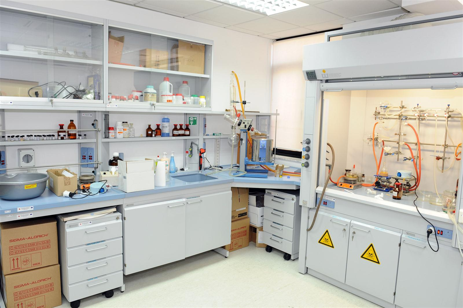 ERDF011 : Furnishing and Equipping of the Chemistry and Biology ...